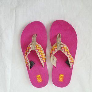 TEVA Mush Flip Flops Size 6 Embroidered